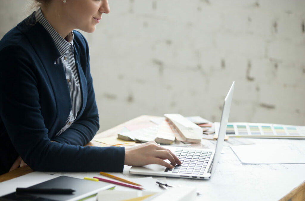 How to Balance Your Full-Time Job With Your Freelance Side Hustle